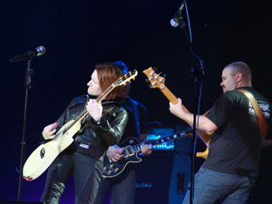 Рок-певица приехала с новой программой – «Армия 2009».